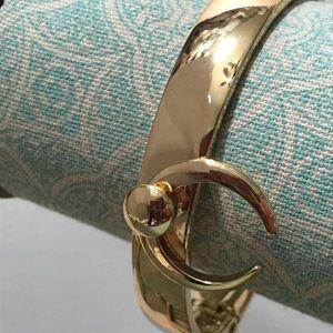 Squash gold tone hinged bracelet new